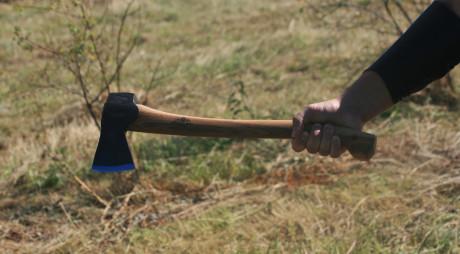 Valea Jiului | ALTERCAŢIE CU FURCI, TOPOARE ŞI LOPEŢI. Peste 10 familii au fost AFECTATE!