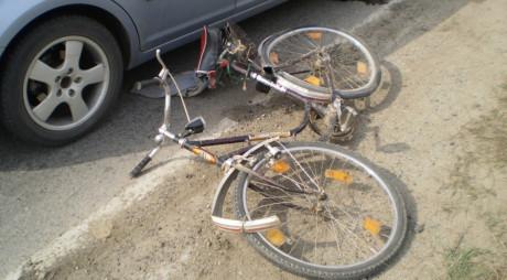 Hunedoara: Biciclist de 77 de ani,  lovit de mașină