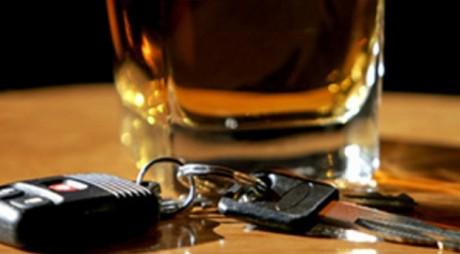 Un șofer băut s-a răsturnat cu autoutilitara în șanț