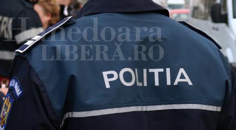Vestiarul sălii de sport a unui liceu din Petroşani, călcat de hoţi