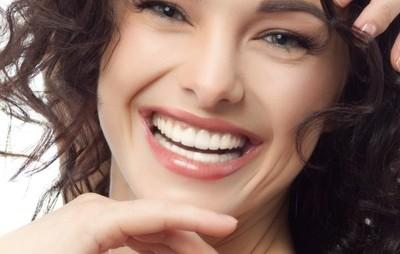5 trucuri pentru un alb natural al dinţilor