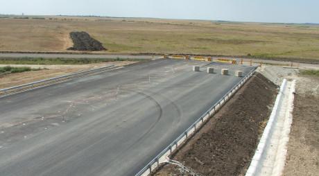 Efectul tăierii investiţiilor publice: doar 2.000 de oameni lucrează pe şantierele de autostrăzi din România