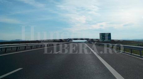 TRAFIC ÎNGREUNAT pe autostrada A1: Trei tiruri au DERAPAT