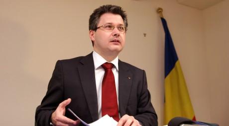 HUNEDOARA | Ministrul Mihnea Costoiu a împărțit chei de microbuze școlare