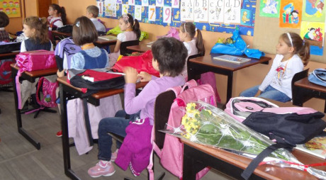 SITUAȚIE FĂRĂ PRECEDENT | Elevii NU AU MANUALE în prima zi de școală