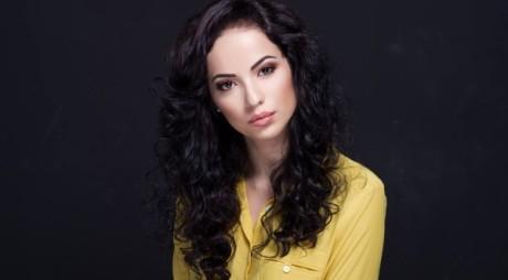Cum arată în costum de baie tânăra care va reprezenta România la Miss World 2014