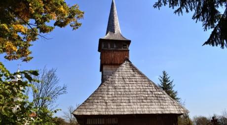 Soarta bisericilor de lemn depinde şi de societatea civilă