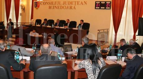 """Guvernul a """"fentat"""" Hunedoara cu 140 de miliarde de lei vechi"""