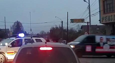 VIDEO. Poliţia blochează şoseaua pentru caravana electorală a lui Ponta