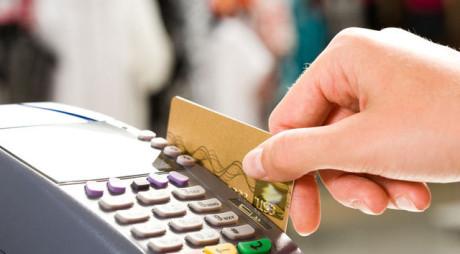Plătești cu CARDUL la magazin? Cum poți rămâne fără bani