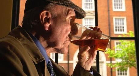 Deşi pare ciudat, alcoolul este recomandat. Vezi de la ce vârstă