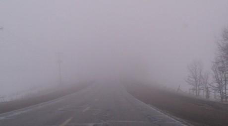 ANM: Ceață și vizibilitate redusă în opt județe din zona Transilvaniei, joi dimineața