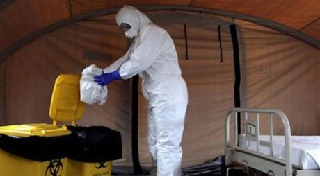 AVERTISMENT: Virusul Ebola s-ar putea transmite şi după vindecare, prin contactul cu sperma unui fost bolnav