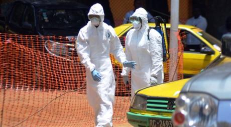ALERTĂ MAE: Cinci ROMÂNI, în pericol de contaminare cu EBOLA
