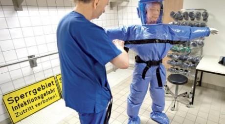 Costume de protecţie împotriva Ebola, cumpărate la Cluj