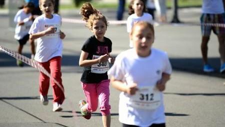 Exercițiile fizice înainte de școală îi pot face pe copii MAI ATENȚI la cursuri