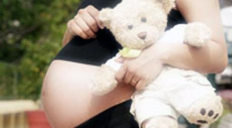 ROMÂNIA TABU | La fiecare două zile, în România se naşte un copil dintr-o minoră