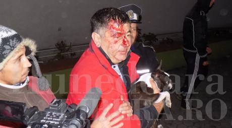 VIDEO ŞOCANT | Deputatul Mircia Muntean, scos de poliţişti din boscheţi, după ce a provocat beat un accident rutier