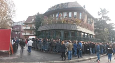 HUNEDORENI care au aşteptat ore întregi să voteze în diaspora