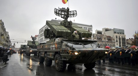 ARMATA IV trimisă la PARADĂ FĂRĂ COMBUSTIBIL