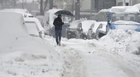 Avertizare de ninsori, vânt şi polei în toată ţara