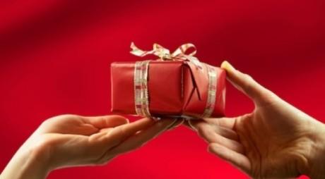 Cât vor cheltui românii pe cadouri de Moş Nicolae