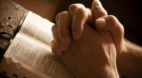 Orice pentru BANI. Se FALSIFICĂ chiar și cărțile de rugăciuni și acatistele