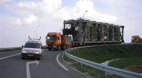 Atenţie în trafic! Un transport agabaritic va trece prin judeţul Hunedoara