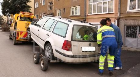 INSTANŢĂ: Maşinile parcate neregulamentar nu mai pot fi ridicate de autorităţi