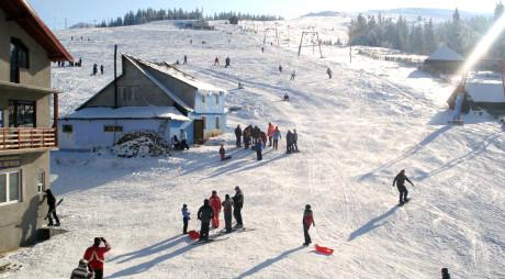Invitație la ski în Hunedoara. În ce stare sunt pârtiile