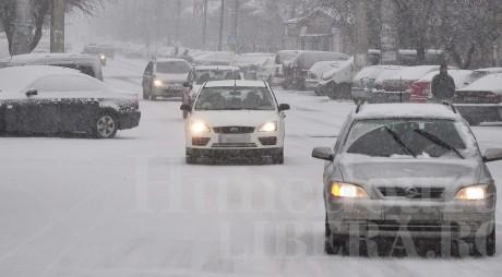 Judeţul Hunedoara sub zăpadă! BILANŢUL primei zile de iarnă adevărată