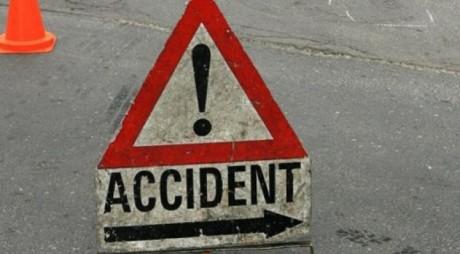 ACCIDENT GRAV în Călan. O maşină s-a izbit violent de un copac