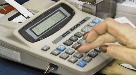 Firmele, obligate să aibă case de marcat cu jurnal electronic şi legătură ANAF