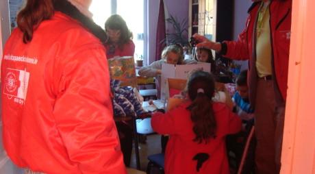 Dulciuri şi jucării de la copiii germani pentru copiii nevoiaşi din Valea Jiului