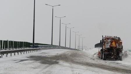 Ce face CNADNR împotriva depunerii poleiului și a zăpezii