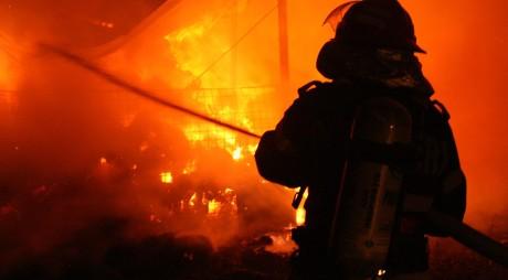 Un bărbat din Lupeni a MURIT ars de viu în propria locuinţă