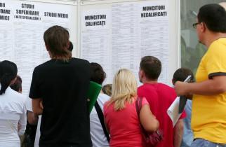 Aproape o treime dintre tinerii români care muncesc, în continuare expuși riscului de sărăcie