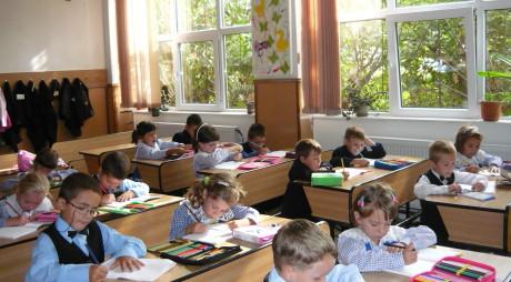EXCLUSIV: Guvernul face economie lovind în micuții din grădiniţe şi şcoli primare