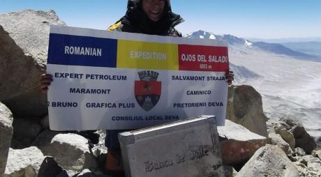 Alexandra Marcu a ajuns pe cel mai înalt vulcan din lume