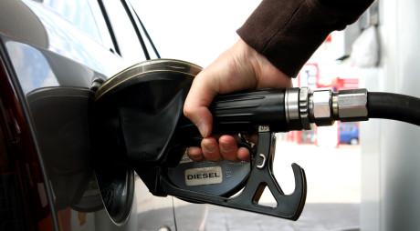 Consiliul Concurenţei investighează evoluția preţului carburanţilor