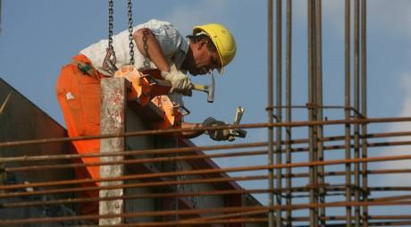 Muncitorii buni devin în România o marfă scumpă