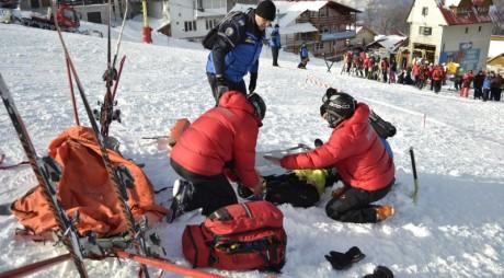 Zeci de accidentaţi la schi în minivacanţa de Anul Nou