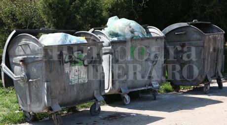 Mehedinţi: O femeie a primit prin Poştă gunoiul pe care-l aruncase lângă o pădure