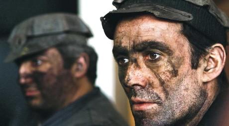 BREAKING NEWS: Minerii blocați în subteran la Lonea au încetat protestul și au ieșit la suprafață