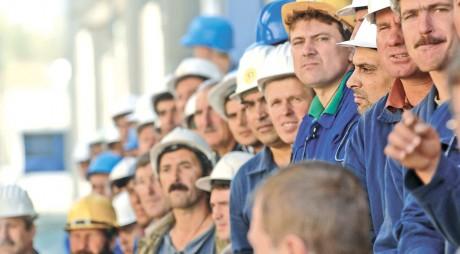 Muncitorii români în construcţii care lucrează în străinătate revin acasă