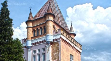 """La un pas de ruină   Castelul Kendeffy, """"bijuteria"""" din Țara Hațegului (Galerie foto)"""