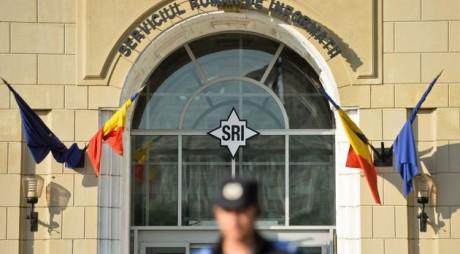 """Ofiţeri SRI jefuiţi de """"colindători"""""""