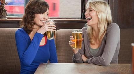 3 motive pentru care berea nu ar trebui să lipsescă din dieta femeilor