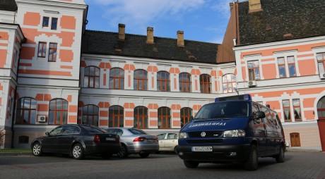 SURSE: Primul angajat al CJ Hunedoara SĂLTAT de mascaţi şi dus la audieri