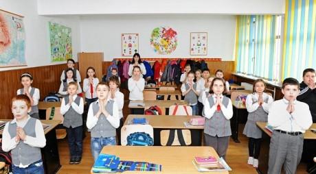 Elevii vor să decidă de la 14 ani dacă merg la orele de religie